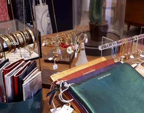artisanat lyon bijoux créateurs bijouterie fantaisie maroquinerie pochettes porte monnaie