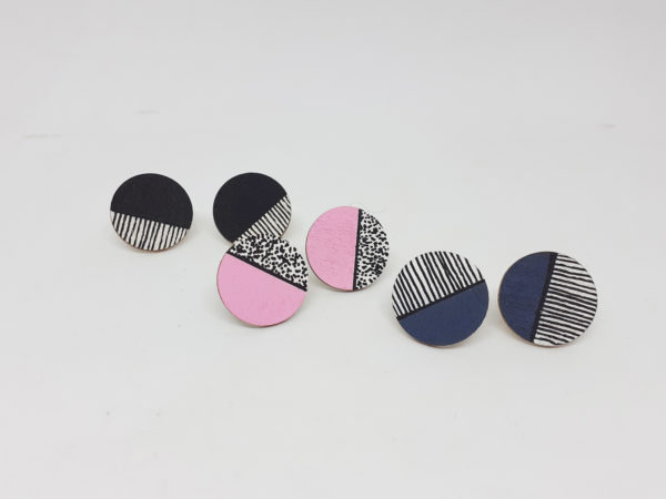 alchimies-lyon-click-and-collect-cadeaux-noel-artisanat-createurs-boutique-boucles-oreilles-collier-couleur-memphis-claudymakk